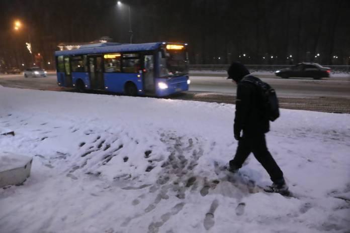 Администрация Архангельска признала неудовлетворительной уборку тротуаров от снега
