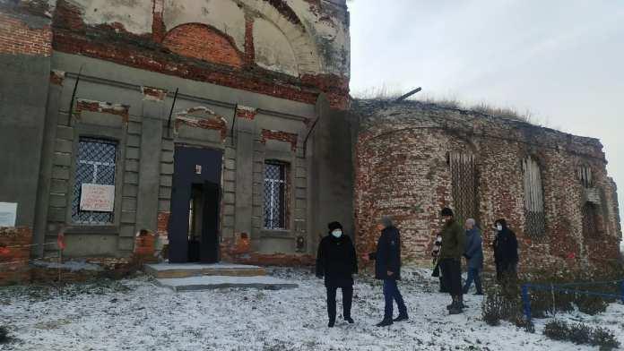 В деревне Салтыки Ряжского района местные жители восстанавливают храм
