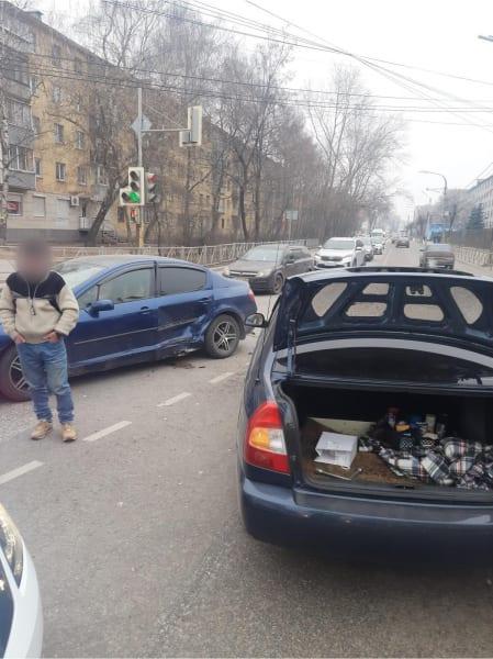 Два человека пострадали в аварии в Рязани