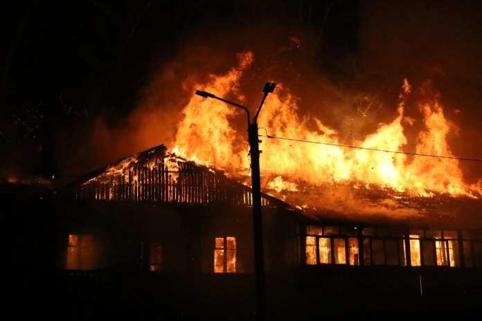Опубликованы фото тушения крупного пожара в Рязани