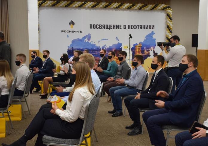 Молодых специалистов Рязанской НПК посвятили в нефтяники