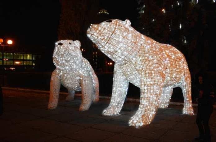 Вандалы испортили полярного новогоднего медвежонка в Липецке