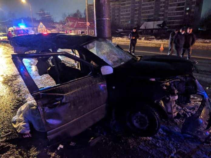 В Архангельске пьяный водитель врезался в столб и погубил трех человек