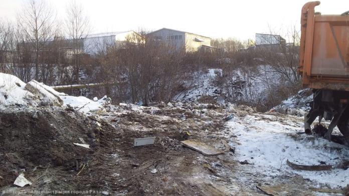 В Рязани приступили к ликвидации несанкционированной свалки