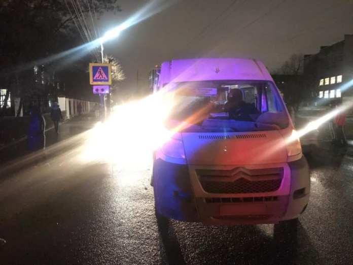 """В Рязани микроавтобус """"Ситроен"""" сбил женщину-пешехода"""