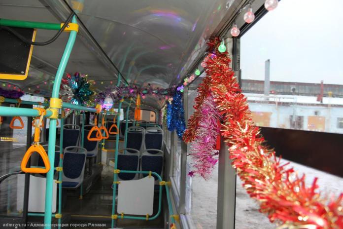 Рязанские троллейбусы и автобусы украшают к Новому году