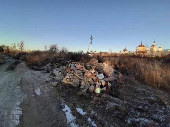 Активисты ОНФ добиваются уборки несанкционированной свалки рядом с Вышинским монастырём