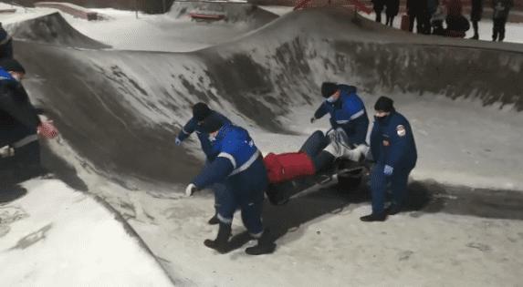 Липецкие спасатели вызволили повредившего ногу на скейт-площадке 37-летнего мужчину