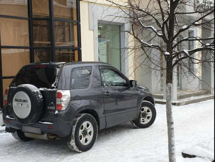 Рязанские полицейские оштрафуют водителей припаркованных на улице Почтовой иномарок