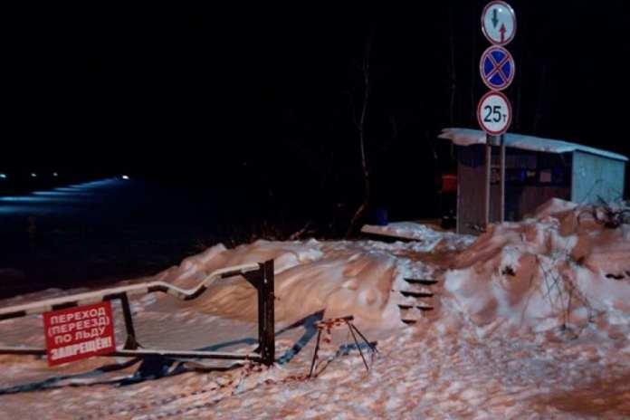 """В Котласском районе """"КАМАЗ"""" провалился под лед на недавно открытой переправе"""