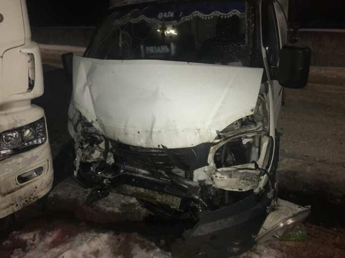 """В аварии """"ГАЗели"""" и """"КамАЗа"""" в Шиловском районе пострадал мужчина"""