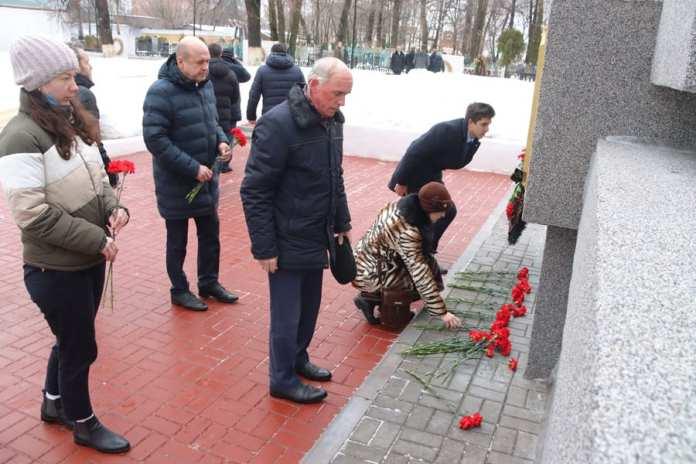 Депутаты Рязанской областной думы почтили память погибших во время блокады Ленинграда