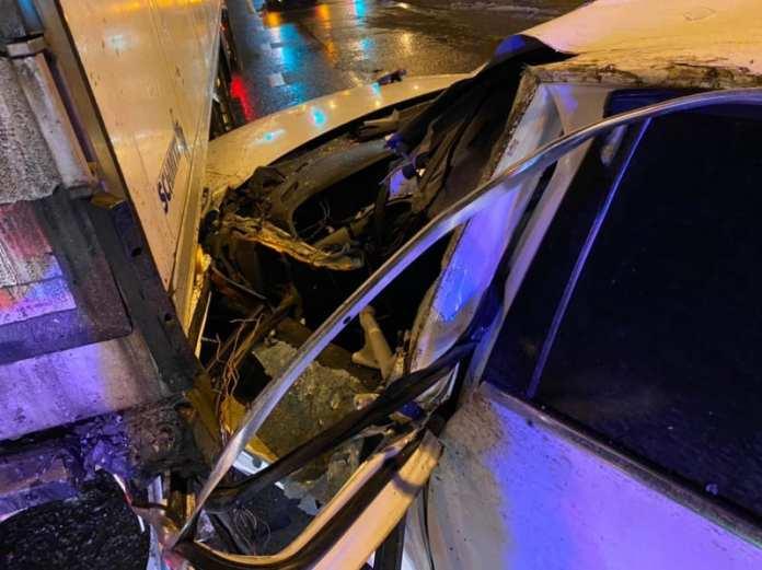 """На трассе М-5 в Рязани 29-летний водитель """"Ауди"""" без прав врезался в грузовик"""