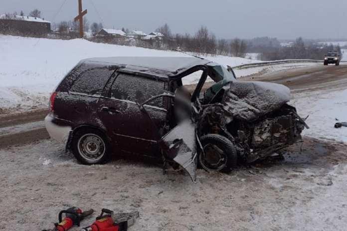 В ДТП под Шенкурском пострадали четыре человека и погибла одна женщина