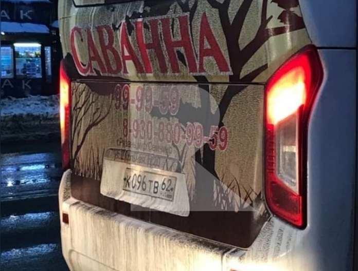 В Рязани водитель маршрутки проехал, зажав в дверях бабушку
