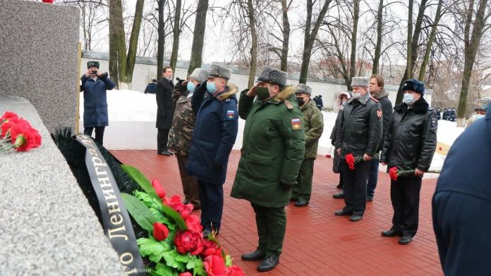 В Рязани возложили цветы в честь 77-й годовщины полного освобождения Ленинграда от блокады