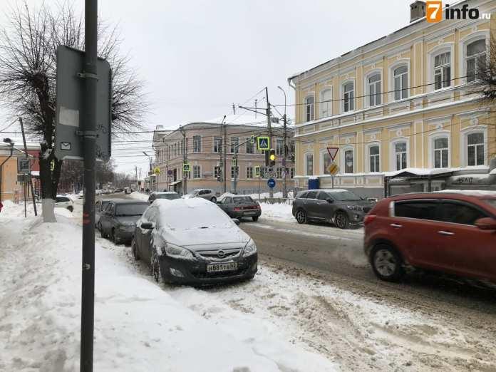 Рязанцев призвали не оставлять автомобили вдоль проезжей части и строго соблюдать ПДД
