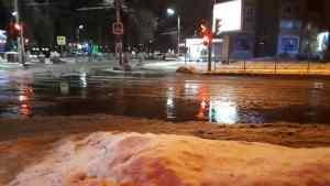 Канализация затопила улицу в центре Рязани