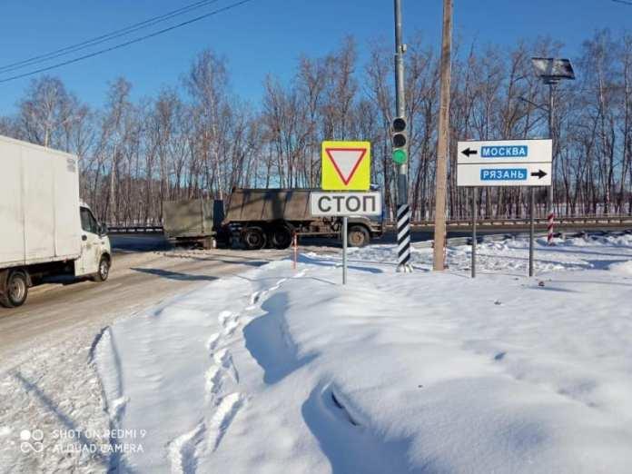 Два человека пострадали в аварии с грузовиком на трассе М-5 в Рязанском районе