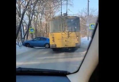 В Рязани троллейбус попал в ДТП