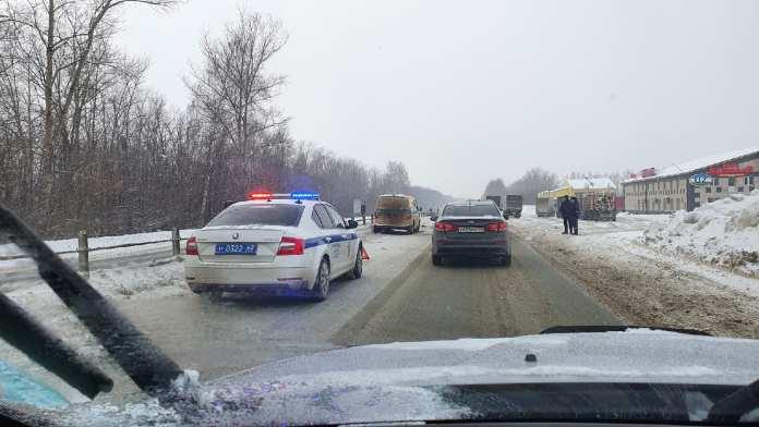 На выезде из Рязани инкассаторская машина попала в ДТП