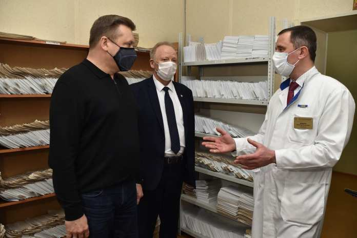Во время посещения пунктов вакцинации Николай Любимов сделал вторую прививку от COVID-19
