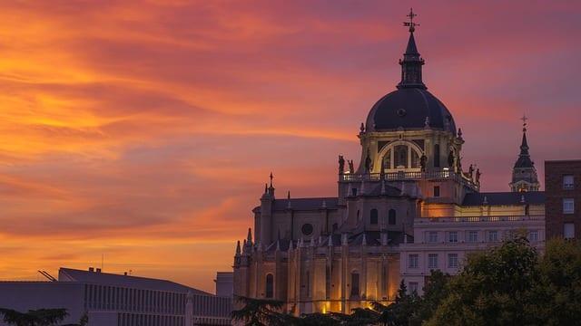 Испания откроется для международных туристов летом