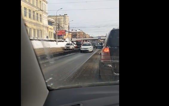 На дорогу в Рязани вновь высыпали отходы
