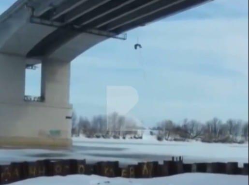 В полиции рассказали, зачем рязанец залез на Солотчинский мост