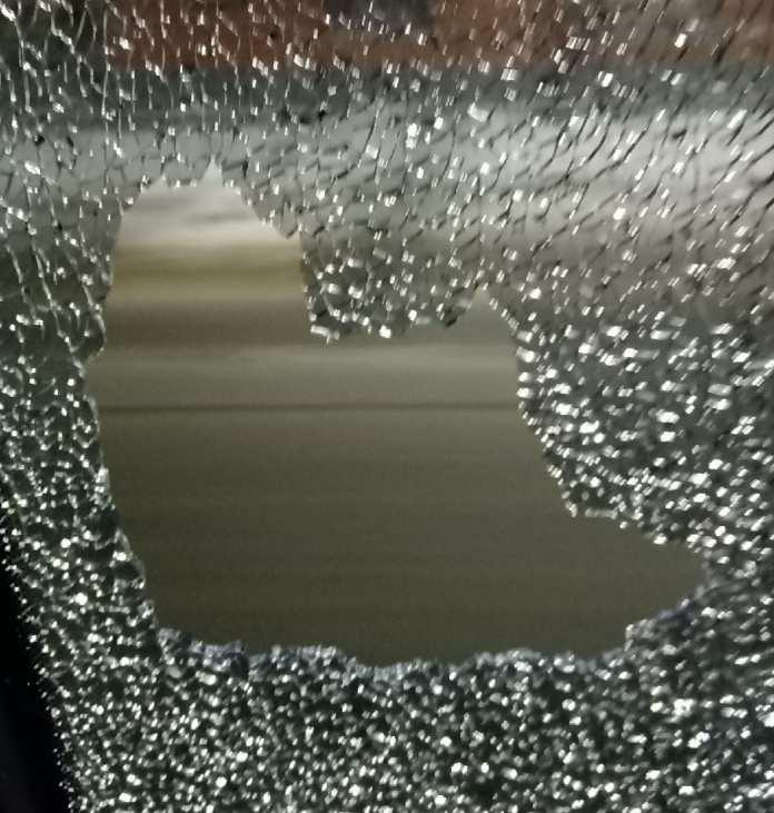 В Рязани маршрутка вышла в рейс с разбитым окном
