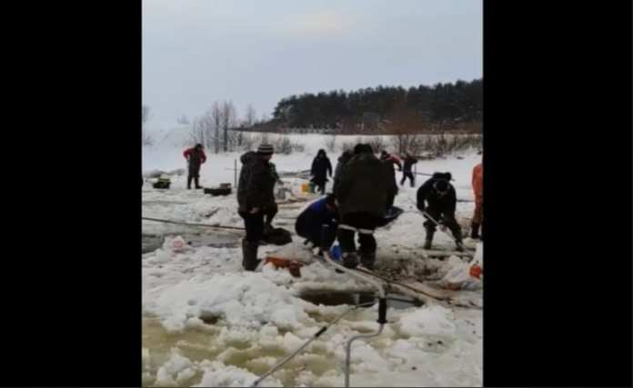 На «горящем»озере под Рязанью массово вылавливают рыбу