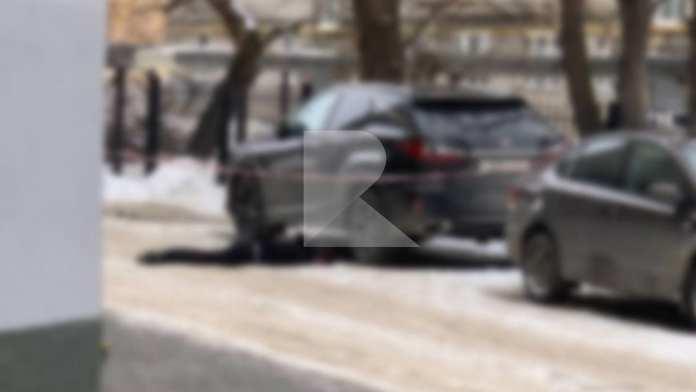 Опубликованы фотографии с места гибели мужчины при падении с многоэтажки в Рязани