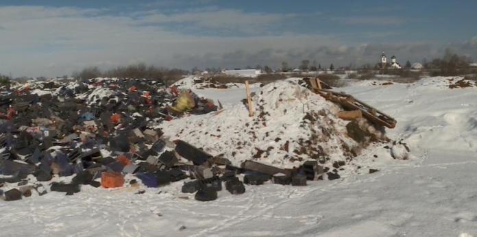Свалка промышленных отходов разрастается рядом с Окой и водозаборной станцией в Рязани