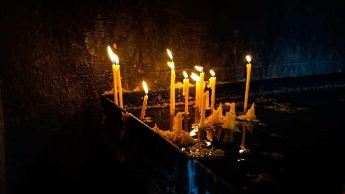 В Чите суд вынес приговор прикурившему сигарету от свечи в храме подростку