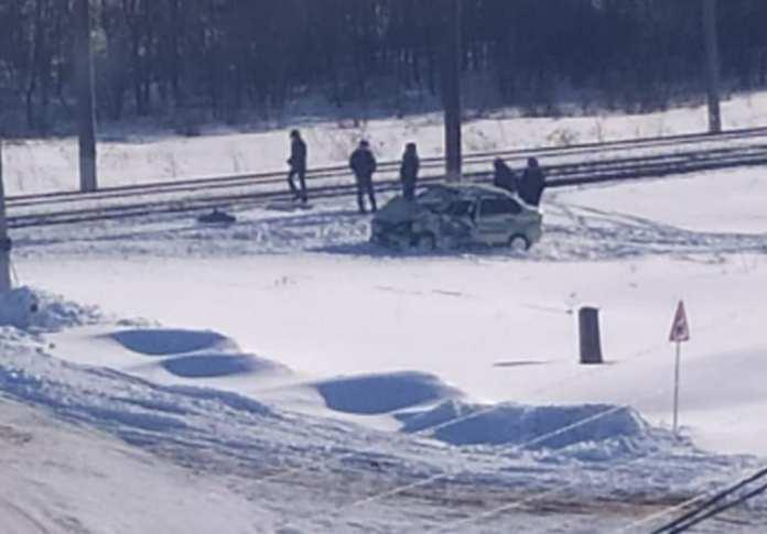 Появилось видео с моментом столкновения поезда и автомобиля на переезде в Шилово