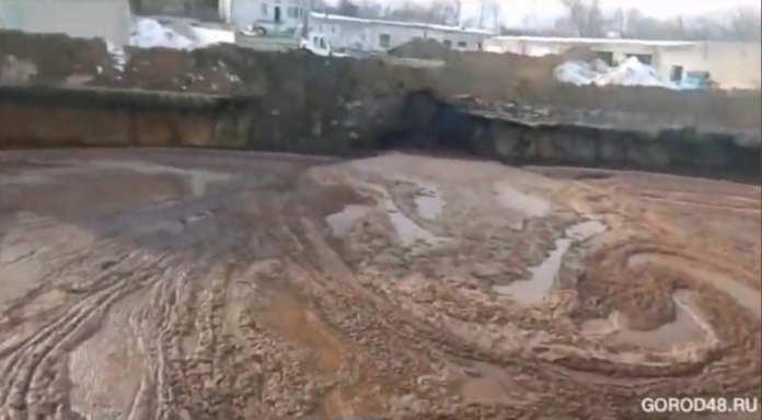 Жители Станового Липецкой области жалуются на слив химикатов возле жилых домов
