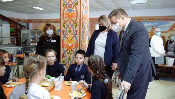 В рязанские школы планируют купить новое оборудование для столовых