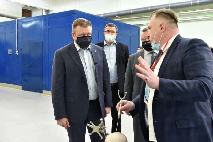 """Николай Любимов посетил завод """"Красное знамя"""""""