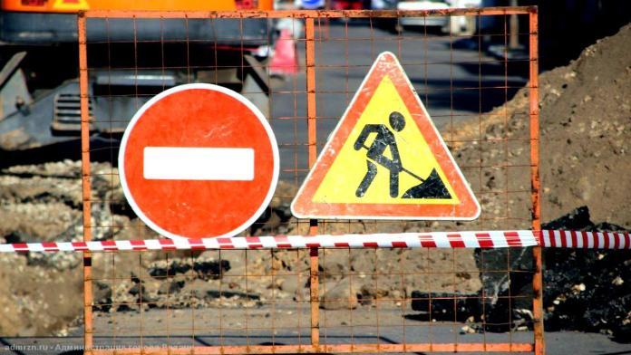 В Костроме пропадает асфальт с моста через Волгу