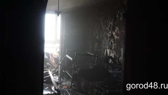 В Липецке при пожаре в многоквартирном доме погибли женщина и два ее ребенка