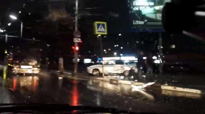 В центре Рязани автомобиль после ДТП вылетел на тротуар