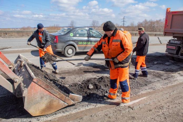 В Рязани возобновили ямочный ремонт