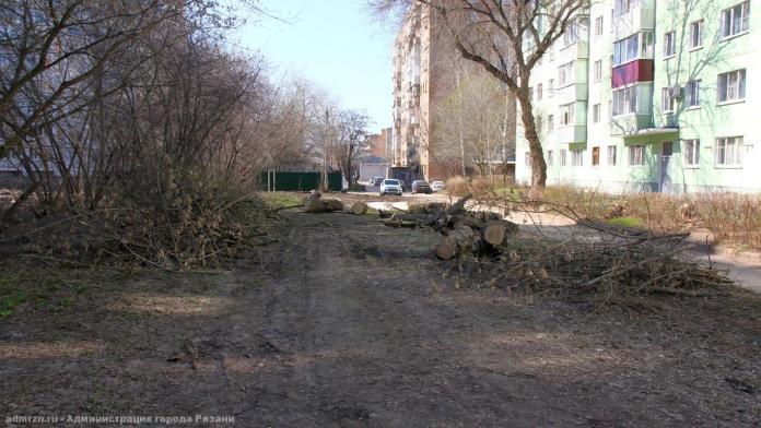 Сотрудники администрации продолжают уборку рязанских улиц