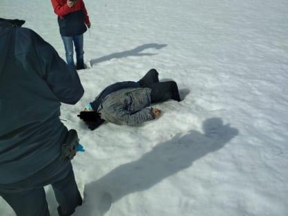 Труп замерзшего мужчины обнаружили в снегу в деревне Костромской области