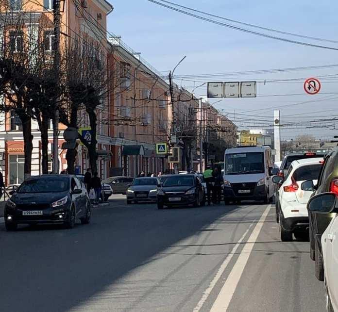 В центре Рязани произошло ДТП с участием маршрутки