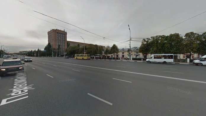 Из-за неработающего светофора в центре Рязани затруднено движение