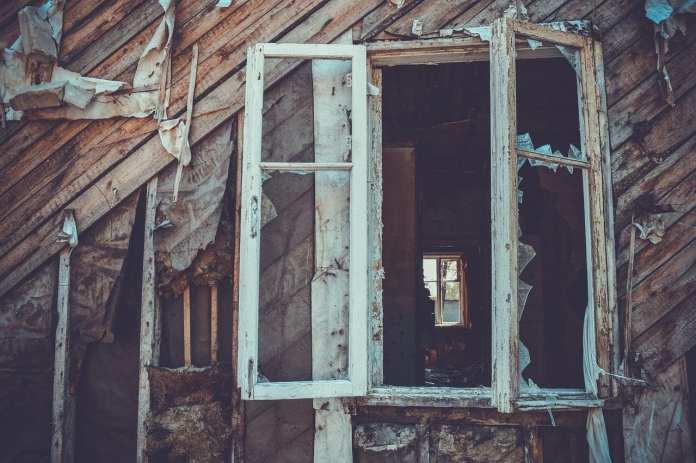Двухэтажный деревянный дом №33 по улице Осипенко снесут в Тюмени