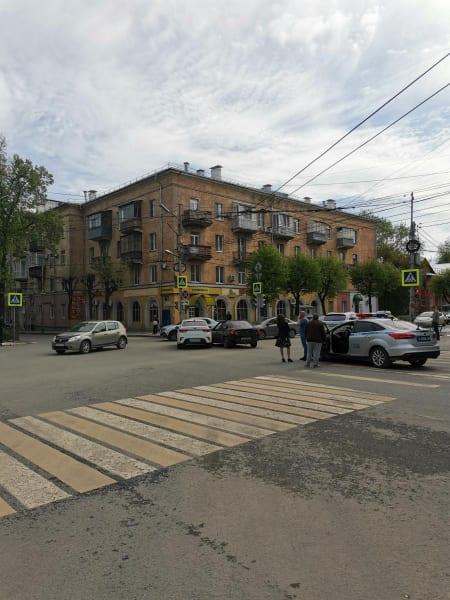 Женщина пострадала в аварии Kia Rio и Kia Sephia в центре Рязани