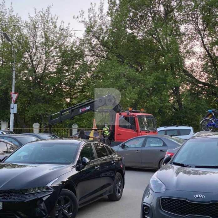 В рязанском Лесопарке эвакуировали автомобили
