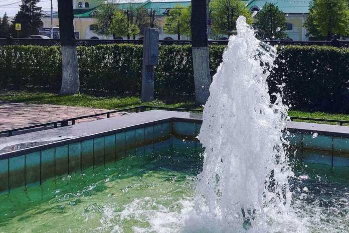 В Рязани включили фонтан на площади Ленина